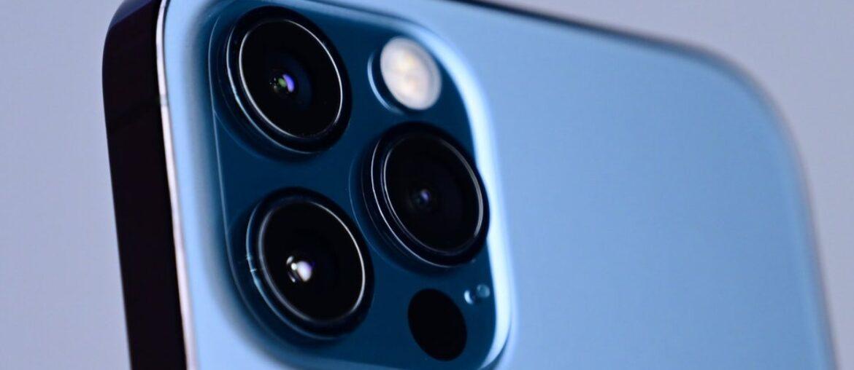 Новые iPhone могут получить инновационную камеру и вспышку